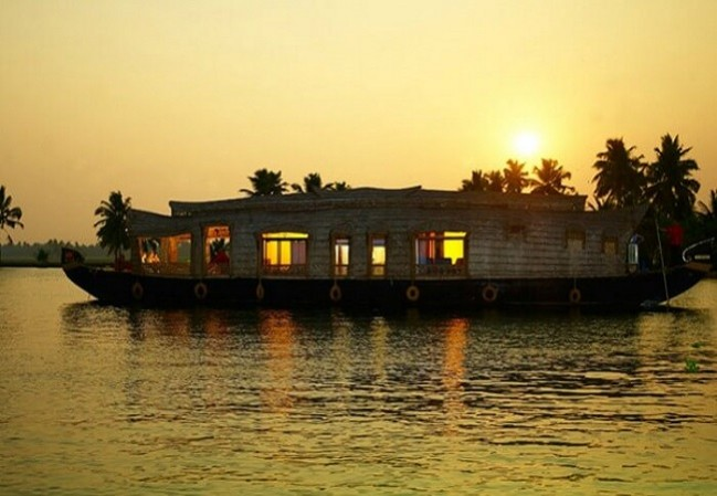 5 Nights 6 Days  Munnar Thekkady  Houseboat and Kovalam Kerala Tour Packages