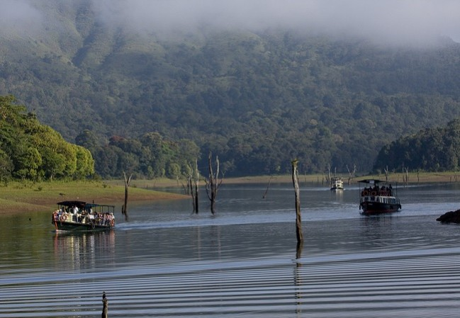 5 Nights 6 days Cochin Munnar Alleppey Houseboat Kerela Tour Packages