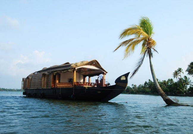 6 Nights 7 Days Cochin Munnar Thekkady Alleppey Houseboat Kovalam Kerala Honeymoon Tour Packages