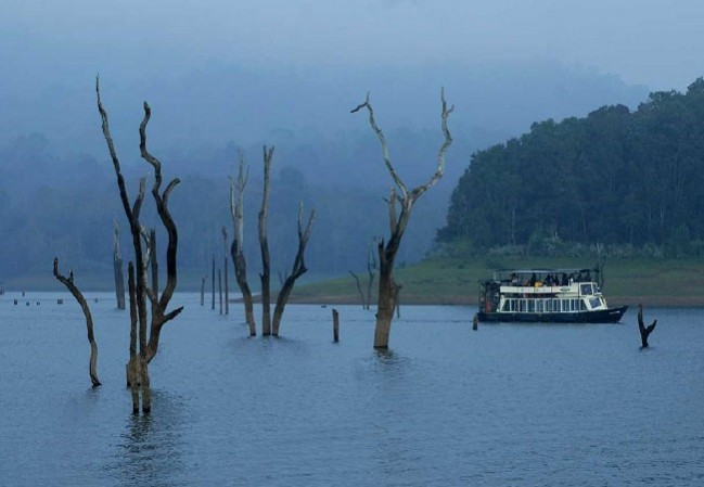 4 Nights 5 Days Cochin Munnar Kumarakom Houseboat Kerala Tour Packages